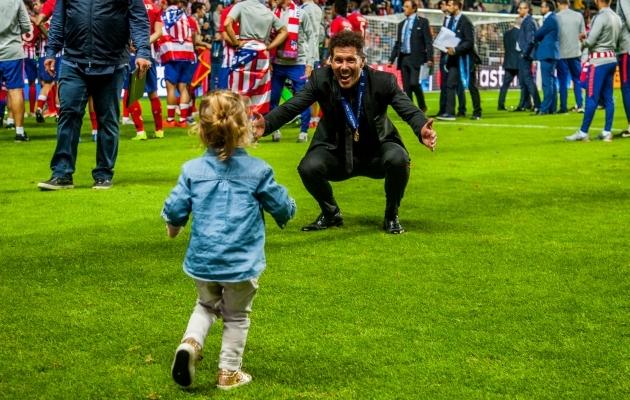 Võidukas Atletico peatreener Diego Simeone tütart ootamas. Foto: Gertrud Alatare