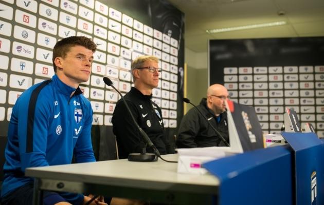 Albin Granlund (vasakult esimene) on seni soomlaste talisman. Aga Markku Kanerva (keskel) ei tee ka kehva tööd. Foto: Brit Maria Tael