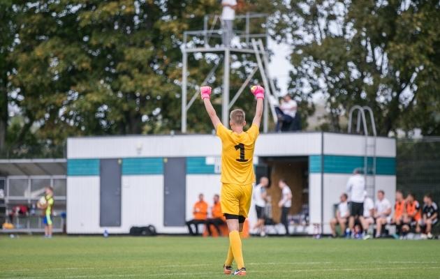 Käed taeva poole! U19 koondis alistas eelmisel nädalal 1:0 Valgevene ja tõi sellega Sinisärkidele aasta neljanda võidu ja kolmanda nullimängu. Foto: Brit Maria Tael