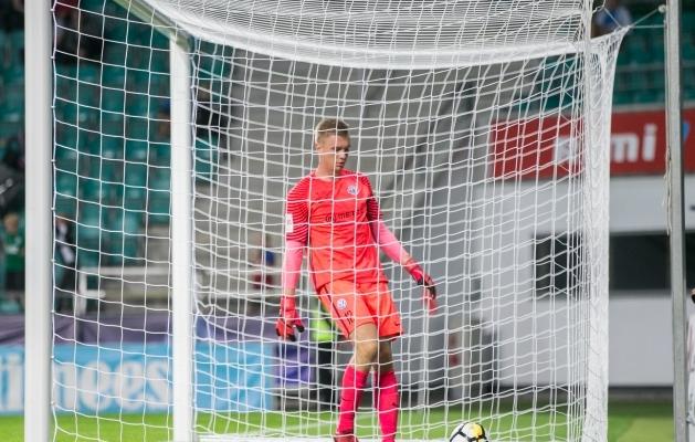 Eelmisel kuul A. Le Coq Arenal mängimas käinud Karl Vaabel võttis neljapäeval palle võrgust välja Võrus. Foto: Brit Maria Tael