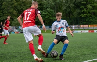 Eile Kalevi eest avapoolajal välja vahetatud Jakovlev pidi Esiliigas 90 minutit rassima <i>(galerii Kalju ja Flora mängult!)</i>