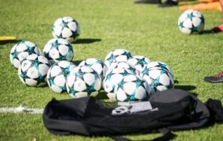 FIFA jagab maailma koolidele 11 miljonit palli