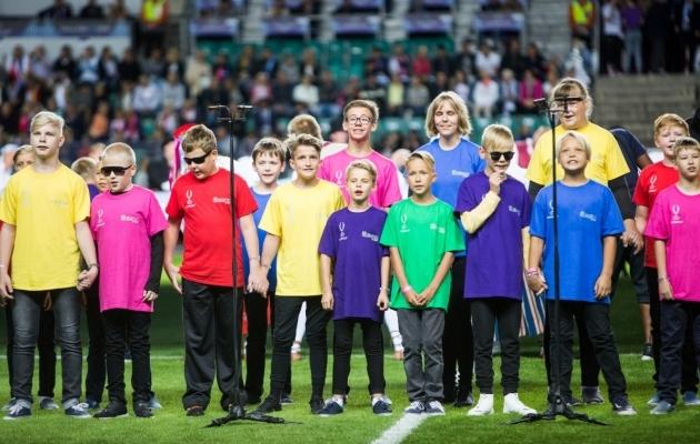 Koos Tallinna Poistekooriga esinesid superkarika avatseremoonial ka Tallinna Heleni Kooli meelepuudega lapsed. Foto: Jana Pipar / EJL