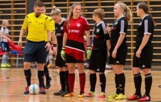 Naised hakkavad välja selgitama esimest saalijalgpalli Eesti meistrit