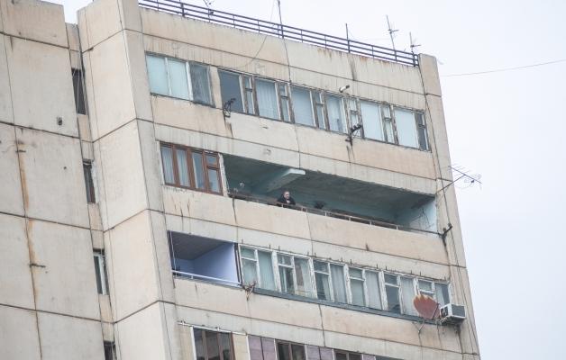 Kutsuge politsei! Roma Twitter lükkas kellegi kõrghoone katuselt alla!