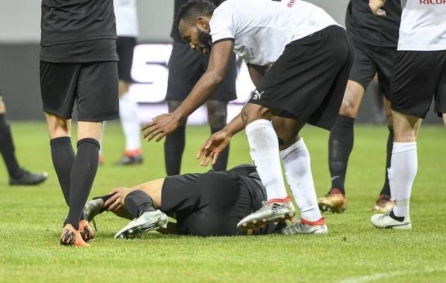 Michael Omoh pärast Nyholmile karmi vigastuse tekitamist. Foto: futbollsthlm.se