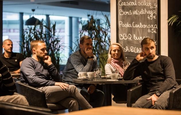 Sander Puri (vasakul) loosimist jälgimas. Foto: Jana Pipar / EJL