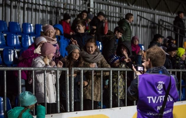 Narvas õnnestus kogukonnajuhil lühikese ajaga varasemast rohkem publikut tribüünidele tuua. Foto: Jana Pipar