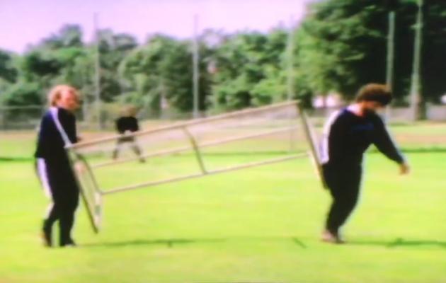 Hoeness ja Breitner väravat tassimas. Foto: kuvatõmmis