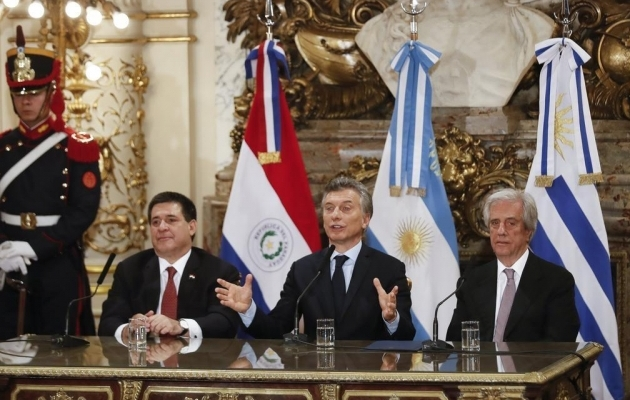 Paraguay, Argentina ja Uruguay jalgpalliliitude presidendid 2017. aasta oktoobris, kui anti teada kavatsusest kandideerida üheskoos 2030. aasta MM-finaalturniiri korraldusõigusele. Foto: AFA