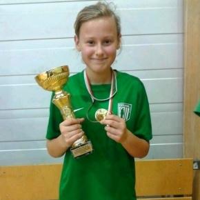 Inger Fridolin 2014. aastal, kui on FC Flora tüdrukute võistkonnaga just tulnud Põlva Lootos Cup 2014 võitjaks. Foto: FC Flora Facebook/Erakogu