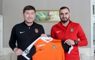 Poolast lahkunud Zenjov lõi käed Mošnikovi mulluse klubiga