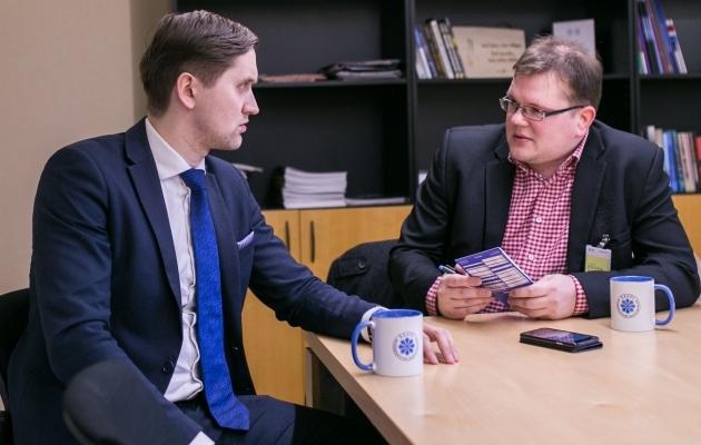 EKRE abiesimehe Jaak Madisoni intervjuu Soccernet.ee ajakirjaniku Ott Järvelaga. Foto: Brit Maria Tael