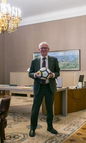 Riigikogu esimees Eiki Nestor enda kabinetis Toompea lossis. Foto: Brit Maria Tael