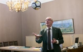 Valimisintervjuu | Riigikogu esimees Eiki Nestor: tean valemit, kuidas Eesti koondis jõuab EM-ile!