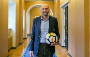 Valimisintervjuu | Helir-Valdor Seeder: Eesti erakondades küpseb arusaam, et vajame jalgpallihallide võrgustikku