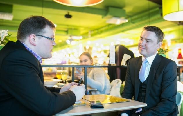 Soccernet.ee ajakirjaniku Ott Järvela intervjuu Taavi Rõivasega. Foto: Brit Maria Tael