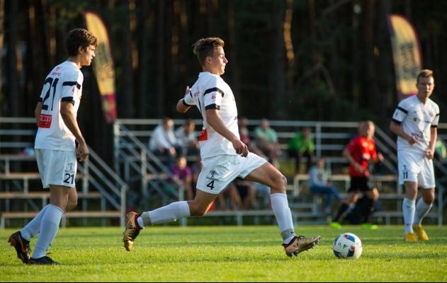 Tammeka U21 eest mullu korralikult mänguaega teeninud Ats Toomsalu on jõudnud Premium liiga pingile, aga mitte veel debüüdini. Foto: Jana Pipar / EJL