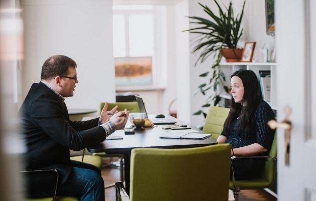 Soccernet.ee ajakirjaniku Ott Järvela intervjuu Tartu abilinnapea Monica Rannaga. Foto: Kiur Kaasik