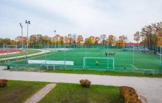 Tartu Tamme staadioni kunstmuruväljak saab viimaks uue katte
