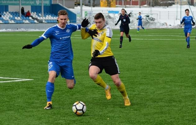 Järve kapten Gleb Pevtsov (kollases) sai kirja värava. Foto: Edgar Kriisk
