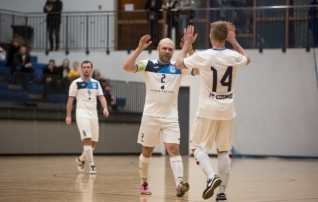 Video: Cosmos alustas saaliliiga poolfinaali kindla võiduga  (parandatud)