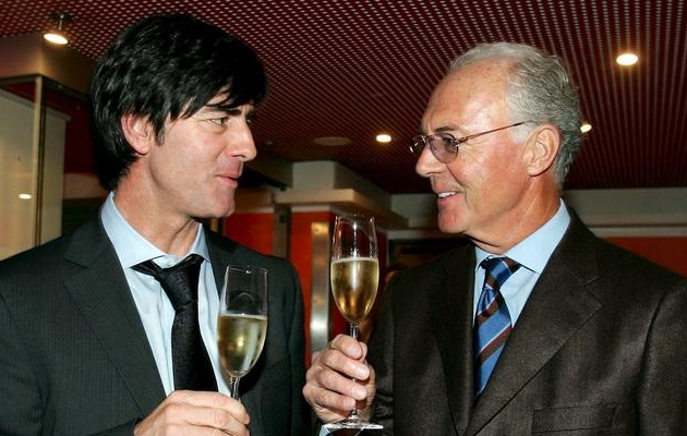 Joachim Löw (vasakul) ja Franz Beckenbauer siis, kui maailmameistriks oli tulnud vaid üks meestest. Foto: DPA