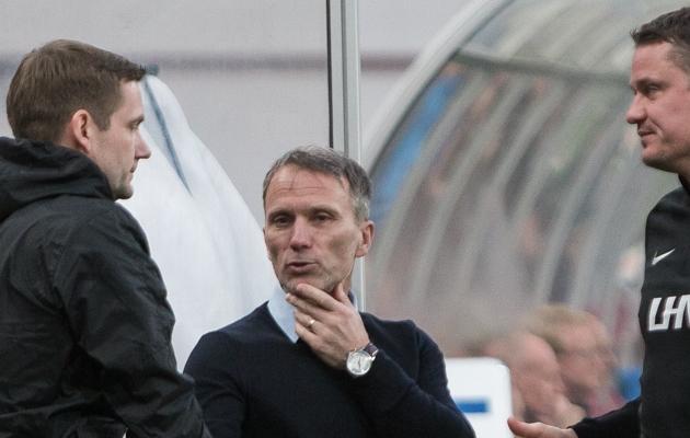 Eesti jalgpallikoondise peatreener Martin Reim (keskel). Foto: Jana Pipar