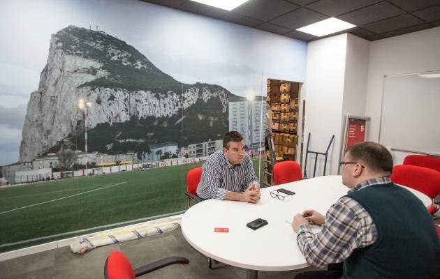 Dennis Beiso intervjuu Soccernet.ee-le. Foto: Jana Pipar / EJL