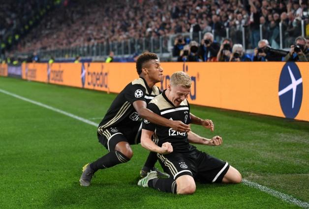 Donny van de Beek (paremal) tähistab 34. minutil löödud 1:1 viigiväravat. Foto: Meistrite liiga Twitter