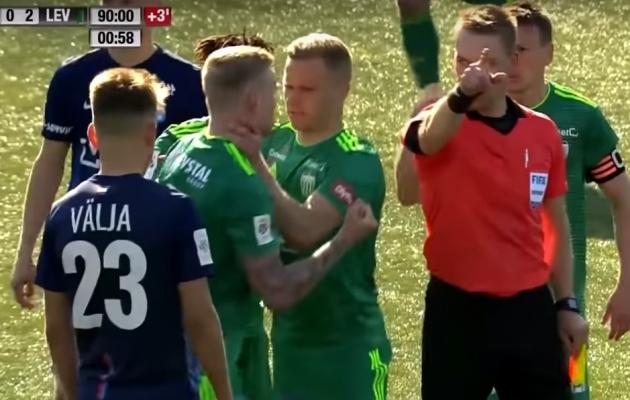 FCI Levadia poolkaitsja Juri Tkatšuk ei saanud pärast eemaldamist tehtud žestide eest lisakaristust. Foto: Premium liiga Youtube