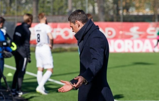FCI Levadia mängijate suutmatus soodsatest võimalustest palli väravasse mitte panna pani peatreener Aleksandar Rogici mitmel puhul käsi laiutama. Foto: Oliver Tsupsman