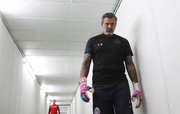 ... aga jalgpallita ta ei saanud. Pärast mängijakarjääri lõpp on Roa töötanud väravavahtide treenerina kodumaal, Mehhikos ja USA-s. Foto: Guadalajara