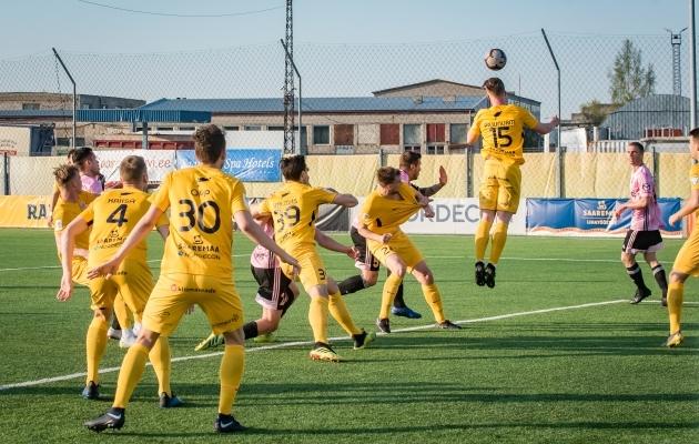 FC Kuressaare sai eelmisel nädalal tabelisse kirja väärtusliku 0:0 viigi Nõmme Kaljuga. Foto: Allan Mehik