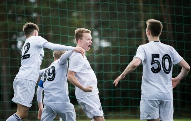 Nõmme Kalju U21 tähistab 82. minutil sündinud Sander Taani 2:1 tabamust. Foto. Brit Maria Tael