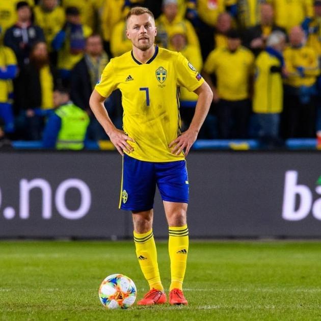 Karol Metsa nimekaim meeskonnakaaslane on Rootsi koondist üle 100 korra esindanud Sebastian Larsson. Foto: Sebastian Larssoni Instagram