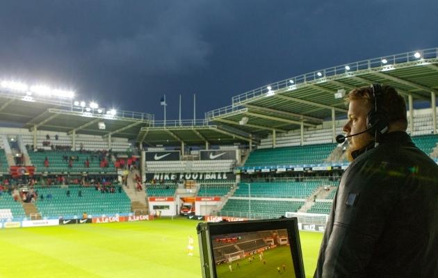 Erinevalt tavalisest kommentaatorist annab kirjeldustõlk edasi kõike staadionil toimuvat ja teeb seda täpsemalt. Foto: Oliver Tsupsman