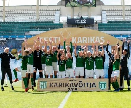 VAATA JÄRELE: Flora lõi suures duellis Pärnule koguni neli vastuseta väravat ja tõstis taas karika  (galerii!)