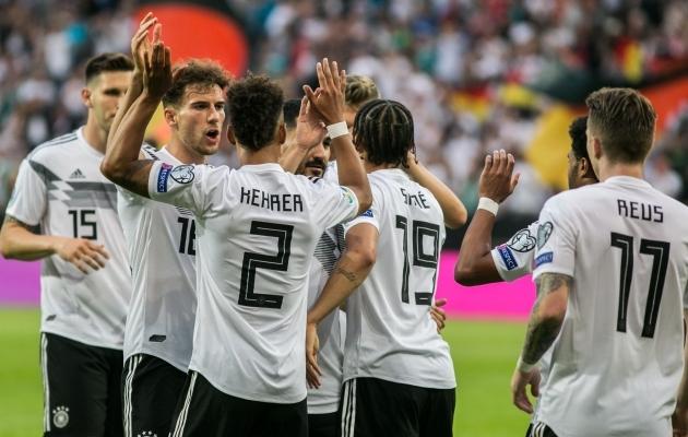 Sakslased avaväravat tähistamas. Foto: Brit Maria Tael