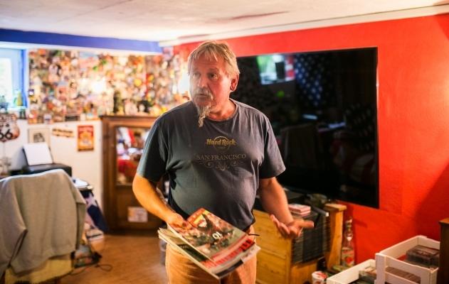 Andreas oma käe järgi kujundatud toas, kus ta vaatas ka Saksamaa - Eesti valikmängu. Foto: Brit Maria Tael