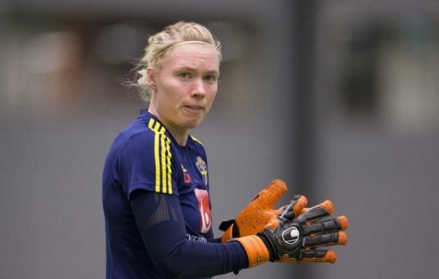 Hullumeelne tõrje! Väravavahi hiilgetõrje vedas rootslannad veerandfinaali