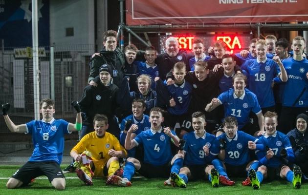Eesti U17 koondis tähistamas märtsis saavutatud 2:1 võitu Prantsusmaa üle. Foto: Brit Maria Tael