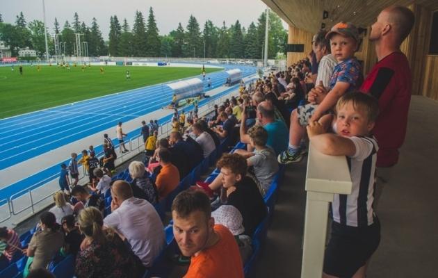 Vahva! Braga fännid sõbrunesid noore Wolvesi toetajaga