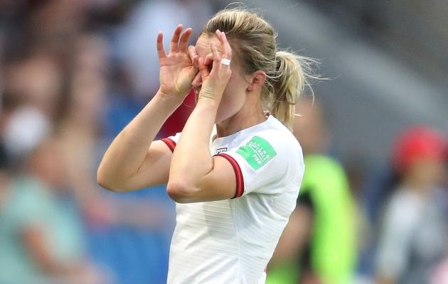 Inglismaa koondise ründaja Ellen White tähistamas väravat nii, nagu tal alati kombeks. Foto: Inglismaa jalgpalliliidu Twitter