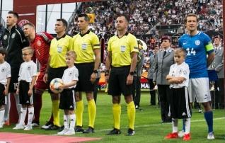 Eesti jalgpalli õuduste õhtu kohtunik vilistab Flora - Eintracht matši