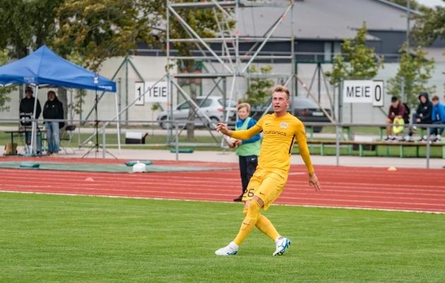 Dmitrijs Kalašnikovsi tulek võtab Sander Lahelt treenerikoormust vähemaks - varem toimetas ta üksinda FC Kuressaare Tallinna treeningrupiga. Foto: Allan Mehik