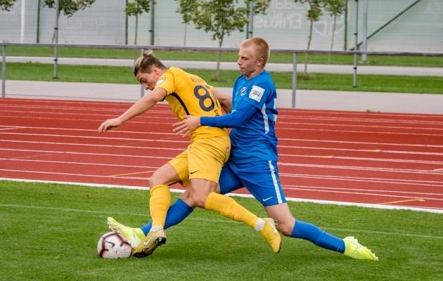 Viimase omavahelise mängu otsustas ära Patrick Genro Veelma (paremal) üks vägev värav. Foto: Allan Mehik
