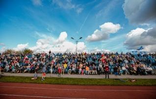 Meeleolukas video: Narva jalgpallipäev tõi kokku tuhandeid inimesi