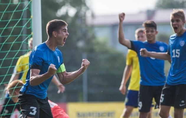 Maksim Paskotši ja kaaslased mullu suvel koondisemängus Rootsiga. Foto: Jana Pipar /  jalgpalle.ee