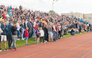 2500 inimest, rekordimehe värav ja kivi-paber-käärid: kuidas näeb välja mängupäev Narvas?